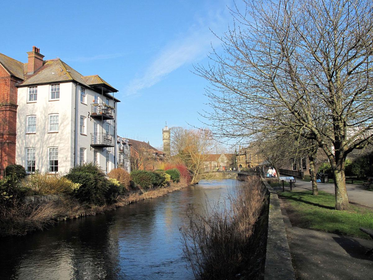 Riverside Footpath between Bridge St and Crane Bridge