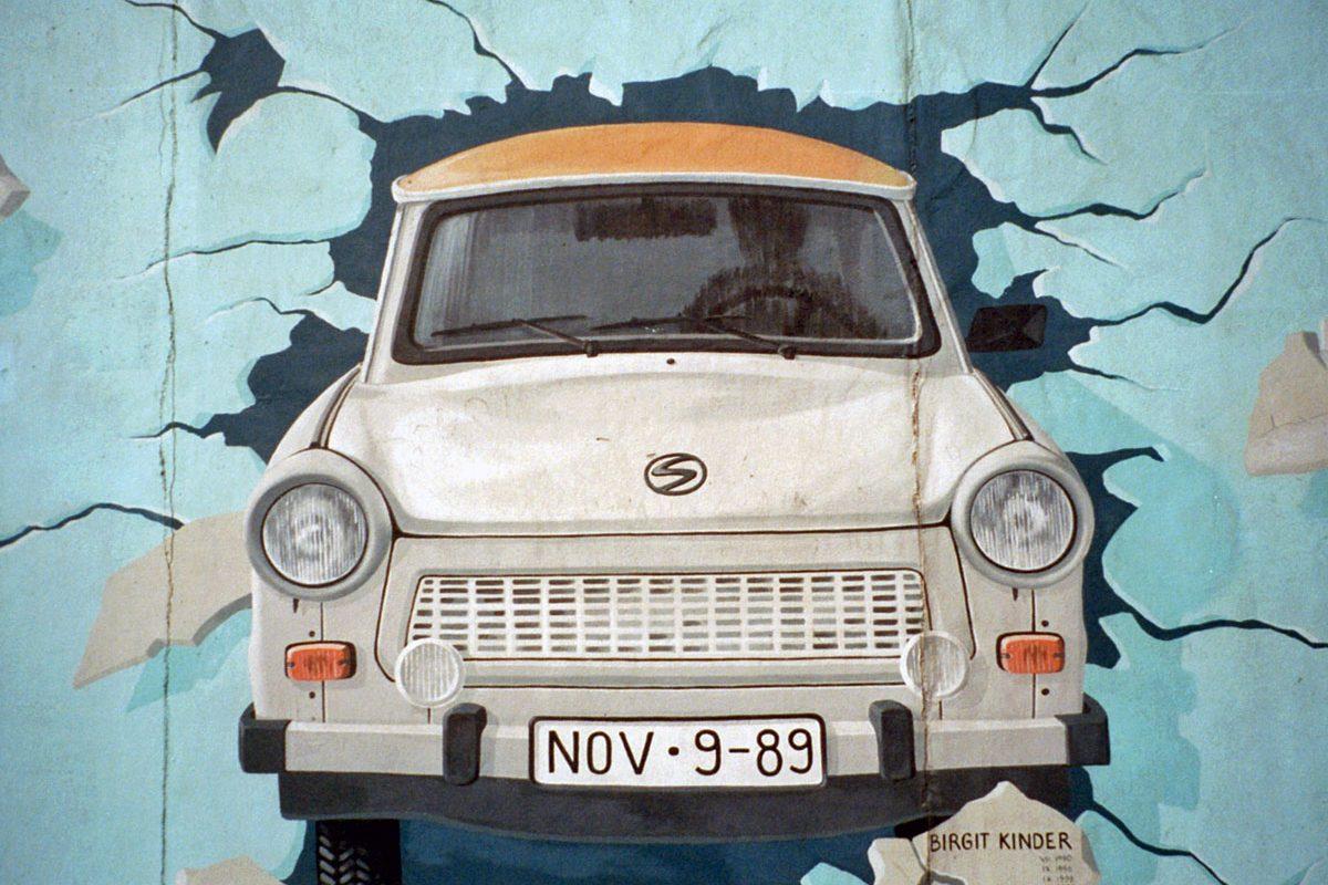 Brigit Kinder's Trabant Painting in 2003